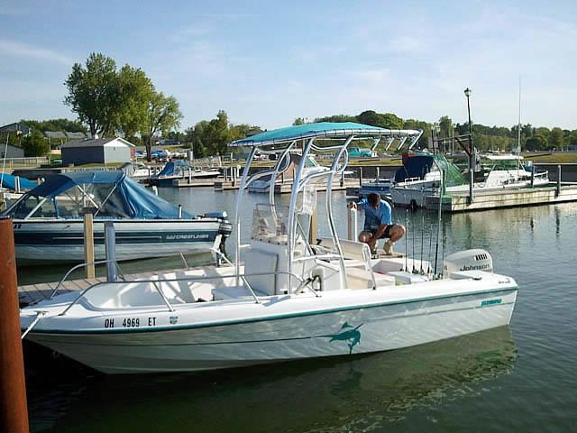 t top for 1998  18' HydraSport Sunbird center console boat
