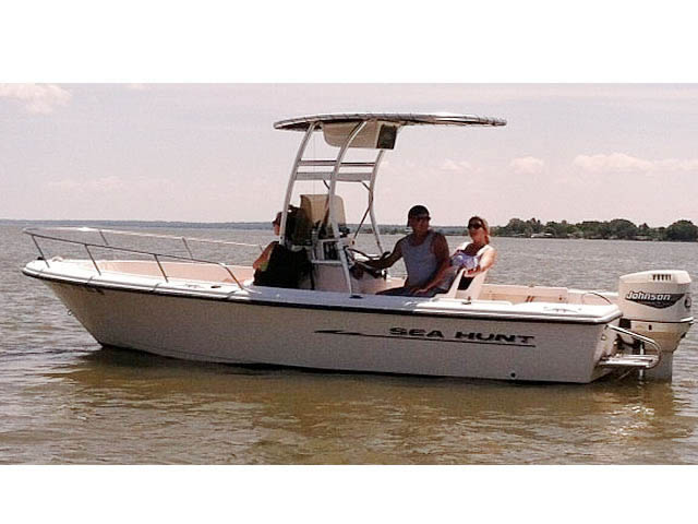 t top for 1998, Sea Hunt, Triton 200 center console boat