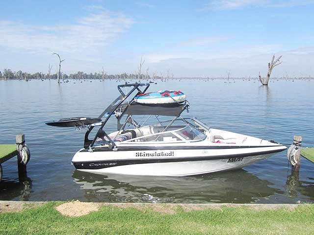 Crownline 180BR 2010 boat wakeboard towers