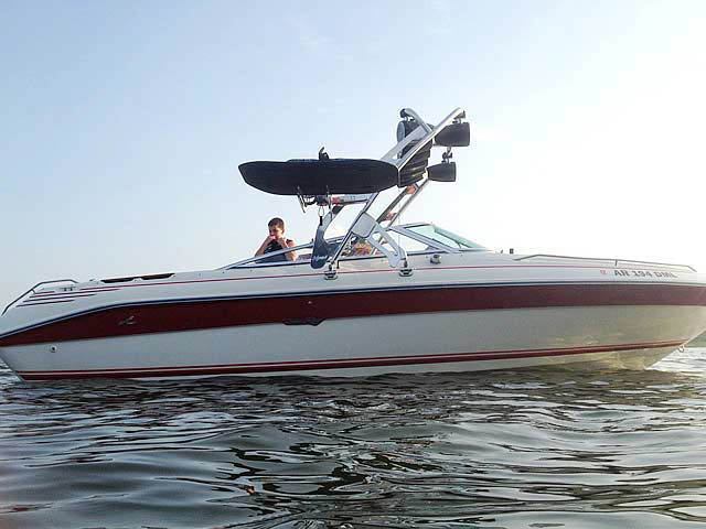 1991 Sea Ray 225 boat wakeboard tower