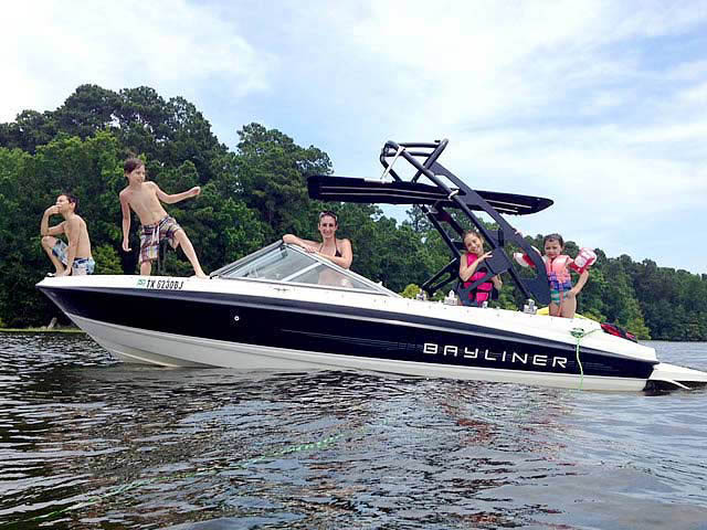 2011 Bayliner 195 boat wakeboard towers