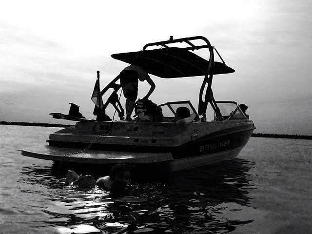 2011 Bayliner 195 boat wakeboard tower