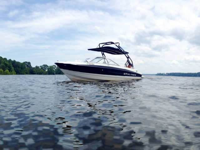 2011 Bayliner 195 boat wakeboard tower