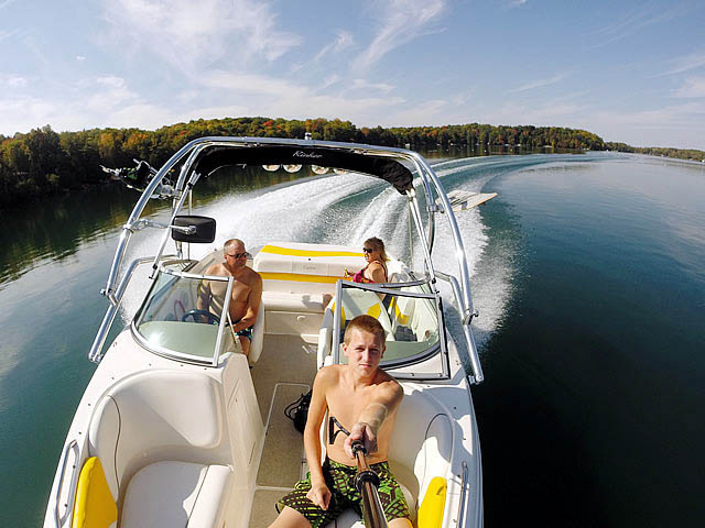 2004 Rinker Captiva 212 boat wakeboard towers