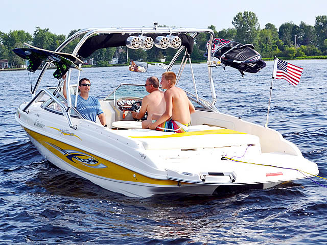 2004 Rinker Captiva 212 boat wakeboard tower