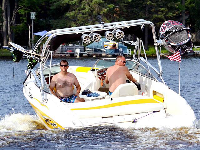 2004 Rinker Captiva 212 boat wakeboard tower