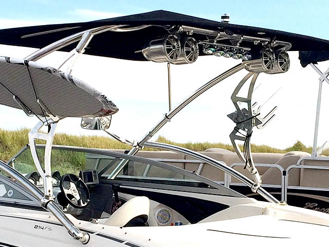 2009 Monterey 214 FS boat wakeboard tower