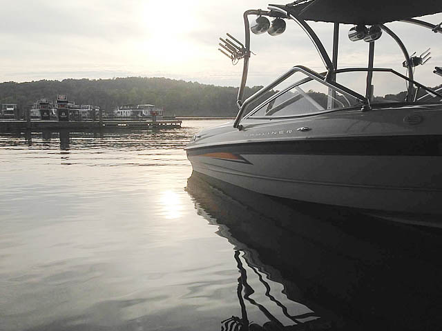 2004 Bayliner 205 boat wakeboard towers
