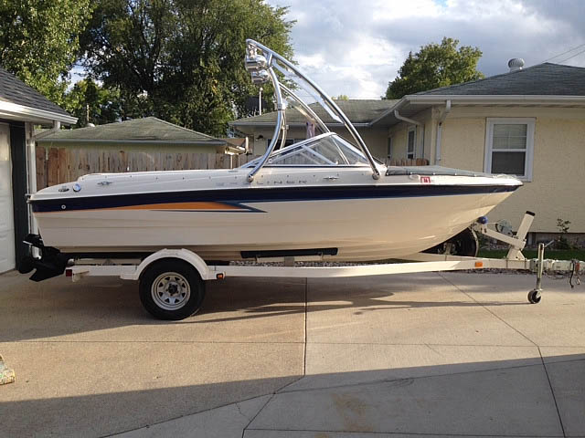 2004 Bayliner Sport boat wakeboard towers