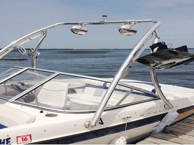 2004 Bayliner Sport boat wakeboard tower