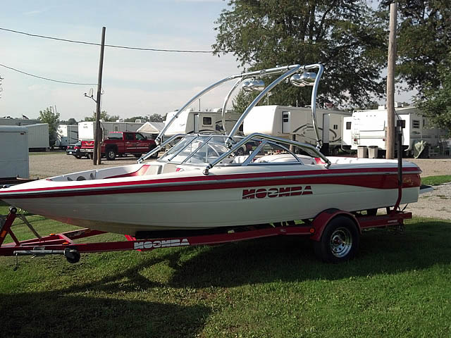 2002 Moomba Outback LS boat wakeboard towers