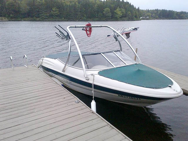 2000 Bayliner 1850 Capri LX boat wakeboard towers