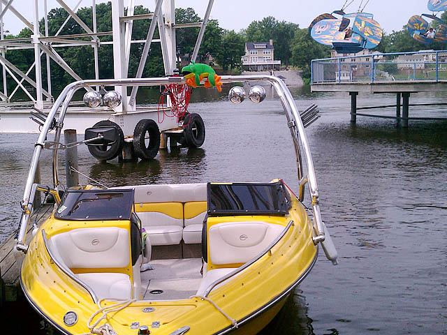 2005 Crownline LPX boat wakeboard tower