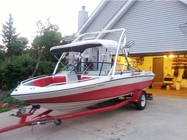 1989 Four Winns Freedom boat wakeboard tower