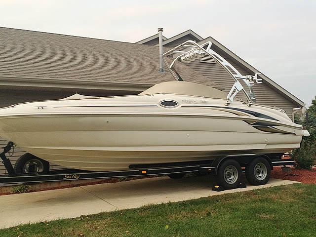 01 Sea Ray Sundeck boat wakeboard towers