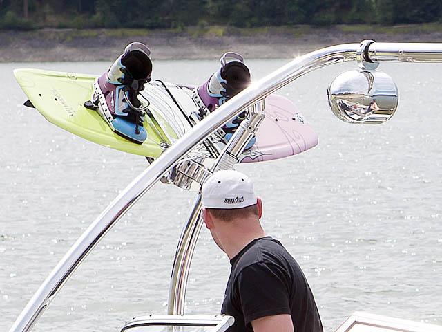 2007 Bayliner 185 boat wakeboard tower