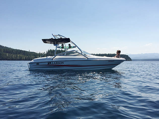 2005 Larson 180 SEi boat wakeboard towers