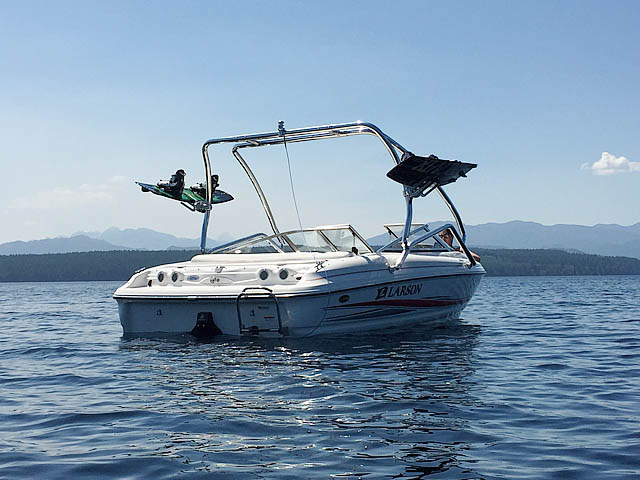 2005 Larson 180 SEi boat wakeboard tower