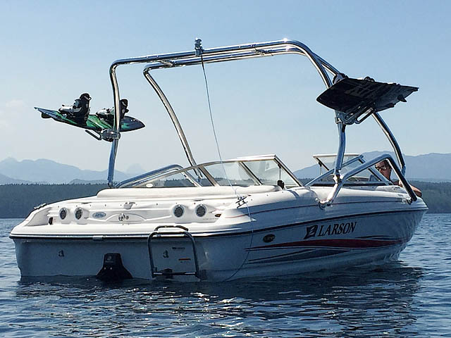 2005 Larson 180 SEi boat wakeboard tower