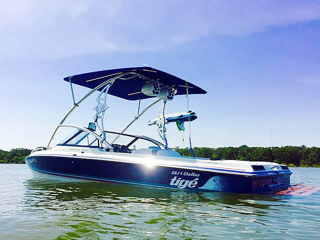 1994 Tige 2002FLSM boat wakeboard towers
