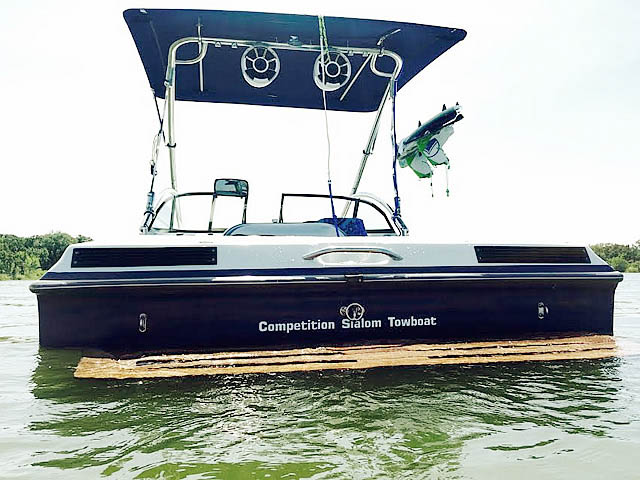 1994 Tige 2002FLSM boat wakeboard tower