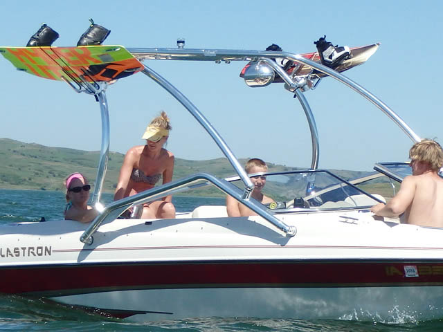 2001 Glastron GX205SF boat wakeboard tower
