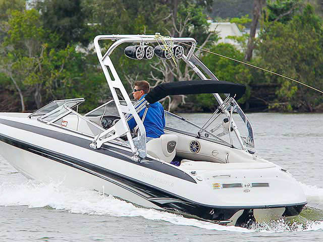 180 Crownline boat wakeboard towers