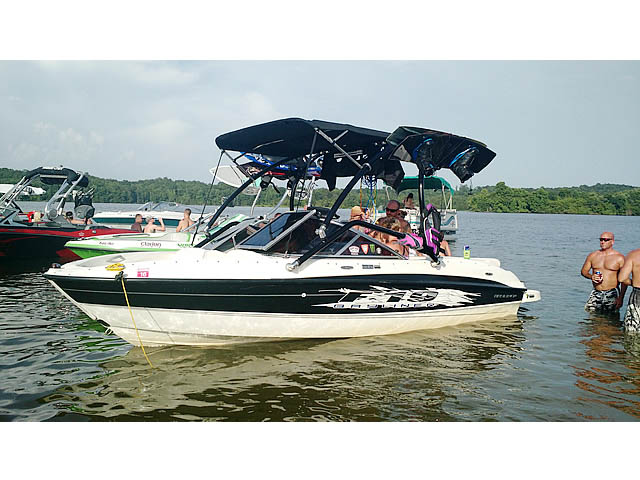 2009 Bayliner BR185 boat wakeboard towers