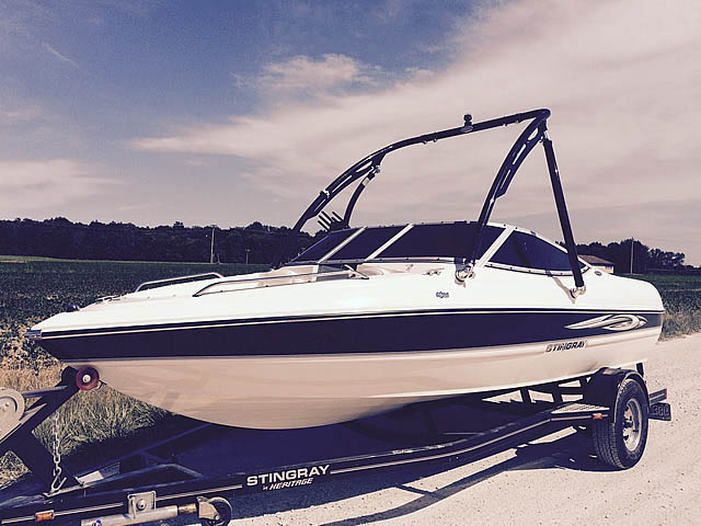 2008 Stingray 185 LX boat wakeboard towers