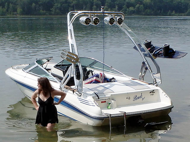 1990 Sea Ray 170 boat wakeboard tower