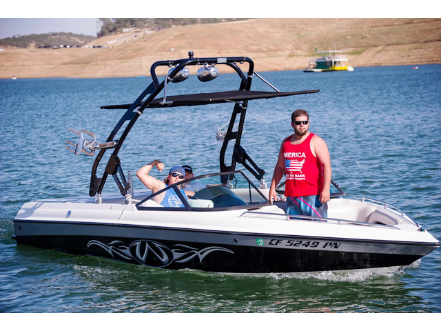 2000 Malibu Wakesetter boat wakeboard towers