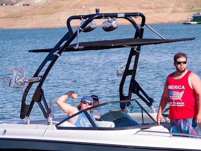 2000 Malibu Wakesetter boat wakeboard tower