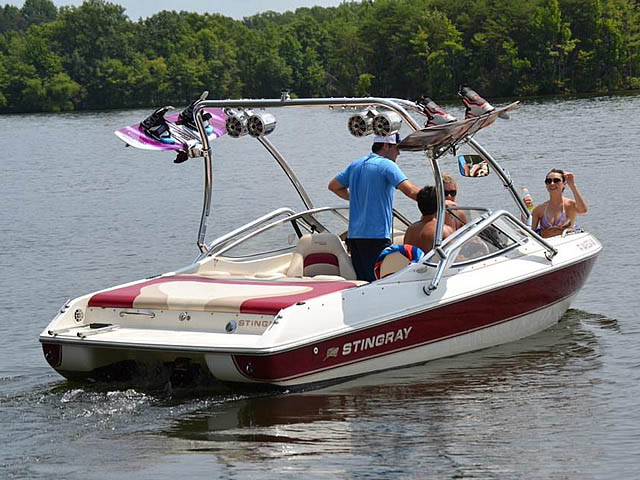2000 Stingray 200LX boat wakeboard towers