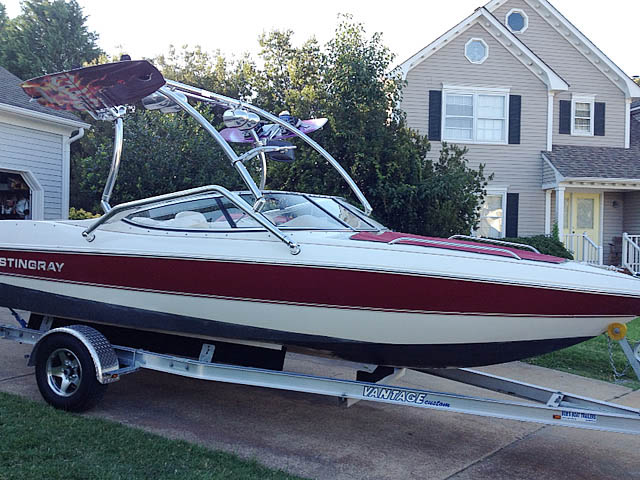 2000 Stingray 200LX boat wakeboard tower