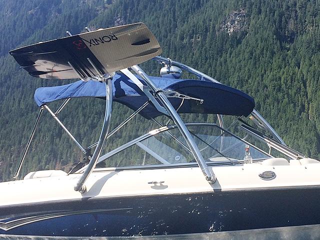2008 Bayliner 185 boat wakeboard tower