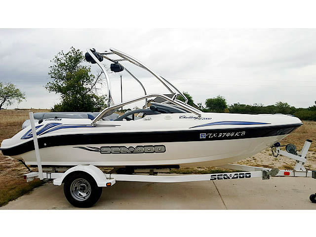 2004 Sea Doo Challenger 2000 boat wakeboard towers