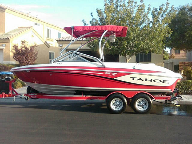 2014 Tahoe Q7i boat wakeboard towers