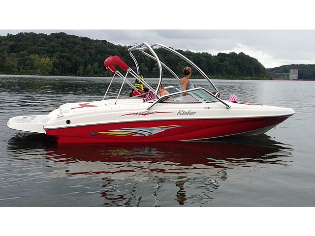 2006 Rinker Captiva 212 boat wakeboard towers