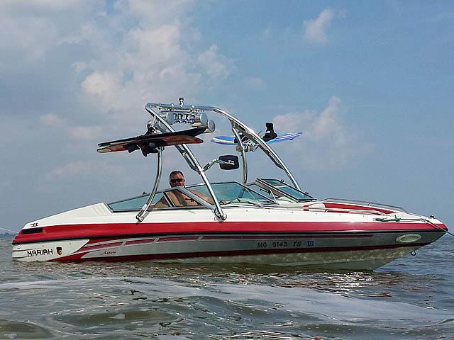 1994 Mariah 202 Shabah  boat wakeboard towers