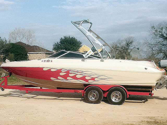 2000 Glastron GX225 boat wakeboard towers
