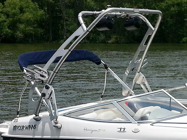 2000 Four Winns Horizon boat wakeboard tower