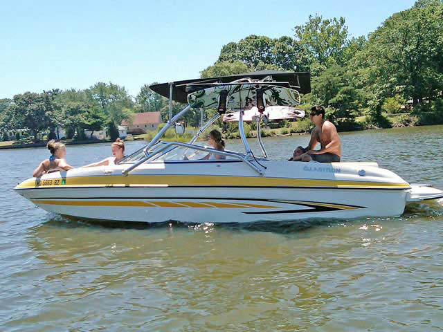 2007 Glastron GT205 boat wakeboard towers