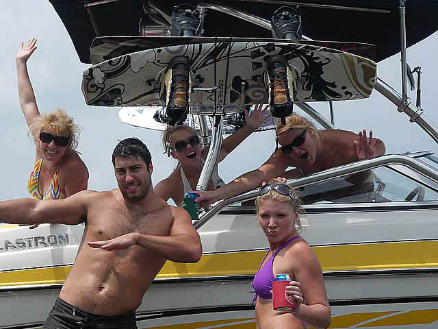 2007 Glastron GT205 boat wakeboard tower