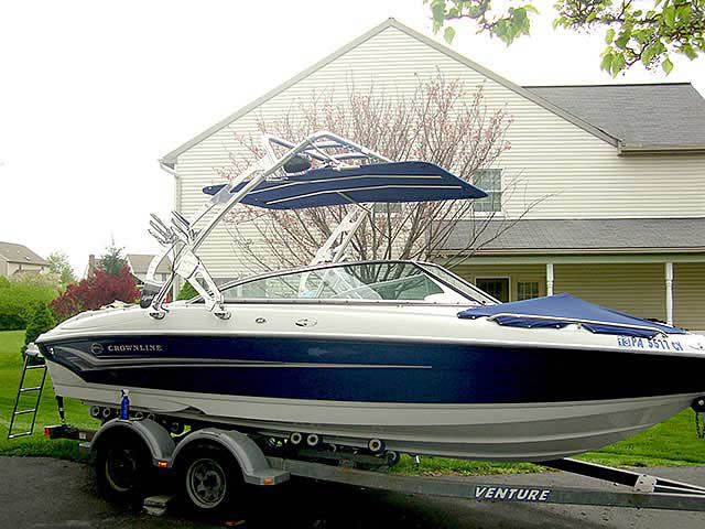 2004 Crownline 220 boat wakeboard towers