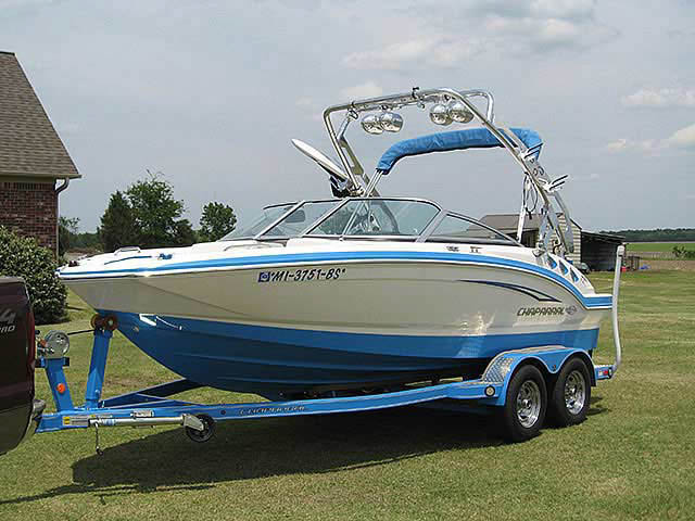 2010 CHAPARRAL 196SSi boat wakeboard towers