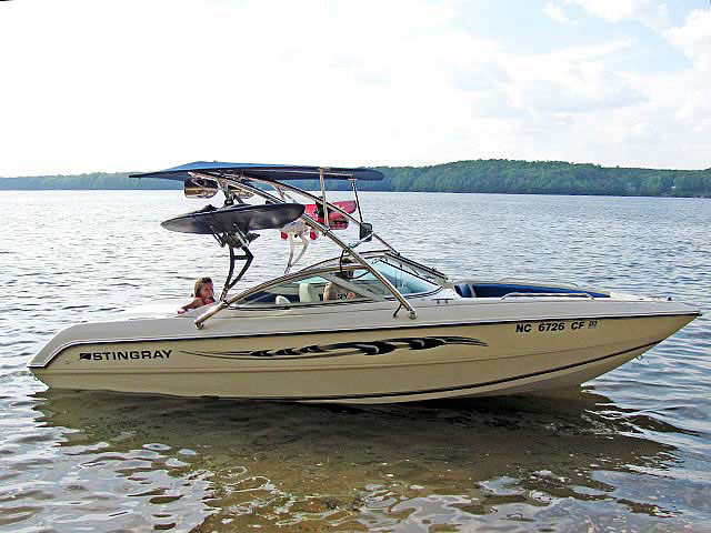 1994 Stingray 656ZX boat wakeboard towers