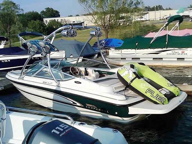 1997 Chaparral 1830SS boat wakeboard towers