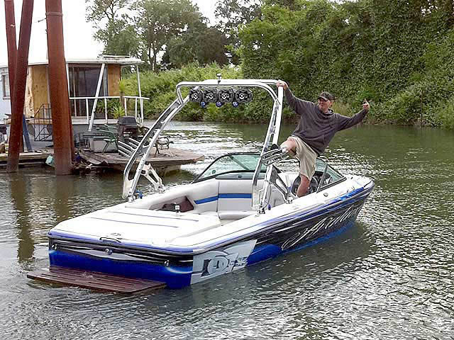 2002 centurion Avalanche boat wakeboard tower