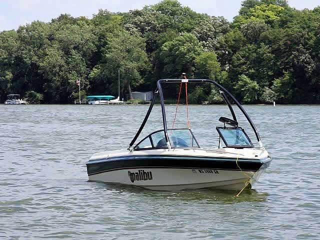 1999 Malibu Sunsetter boat wakeboard tower