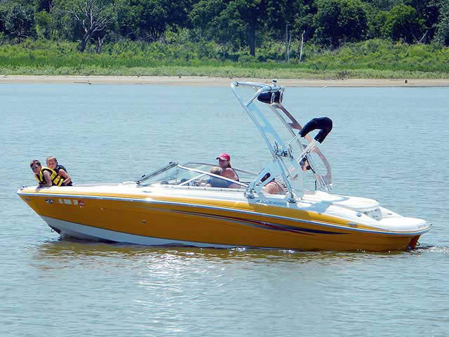 2008 Four Winns 210 Horizon boat wakeboard towers